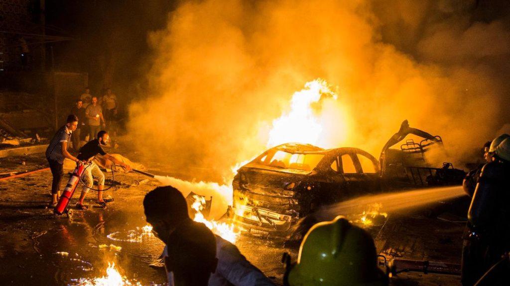 Car crashes outside Cairo Hospital, nineteen dead